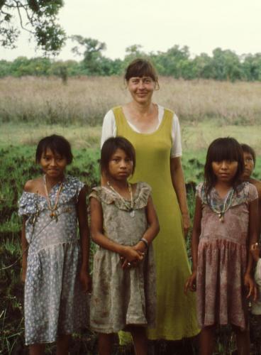 Karen Kramer w Maya children