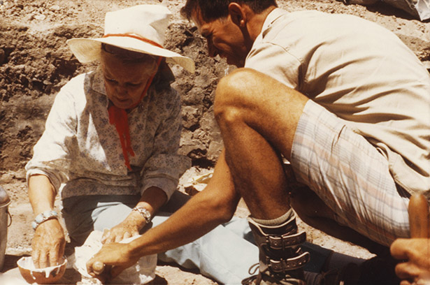 1)	Florence Hawley Ellis and Tom Windes mixing plaster to encapsulate rusted metal object found in kiva fill. Photographed at Tsama site, 1970. MMA 2008.16.89
